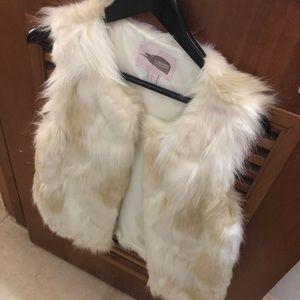 Forever 21 white fur vest NWOT
